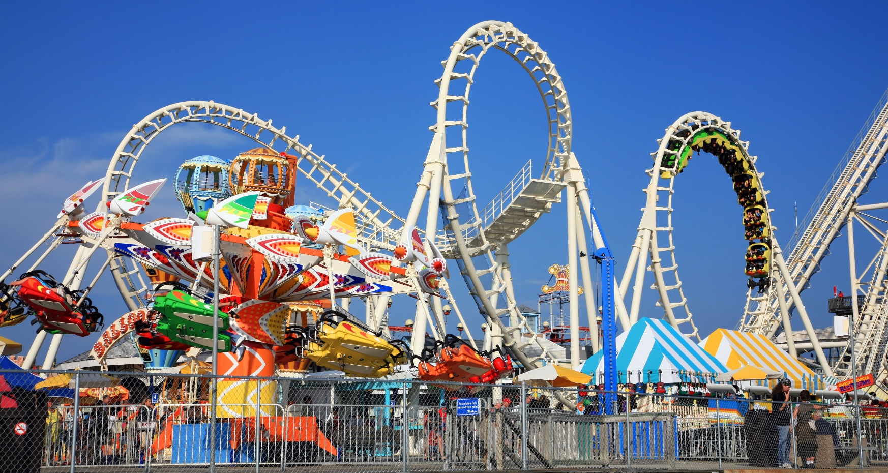 an amazing experience of enjoying the rides at the amusement park Visiting this historical attraction is practically a birthright the oldest amusement park in america is right here in connecticut and it's amazing.